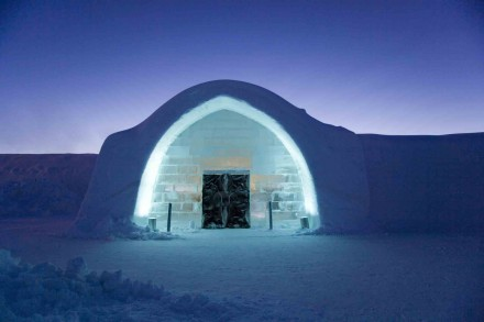 unique-ice-hotel-in-sweden-3